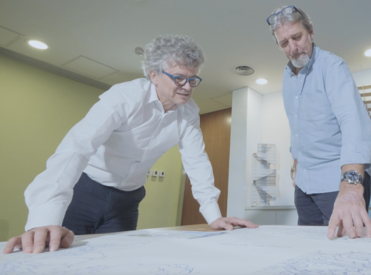 "Mr Alain Chiaradia (left) and Mr Paul Zimmerman, Board Member of Civic Exchange, discussing the 3D pedestrian network map created by the Spatial Design Network Analysis (sDNA) [Photo from KE Video ""Making Our City More Walkable for All"" (https://www.ke.hku.hk/story/video/making-our-city-more-walkable-for-all)]"