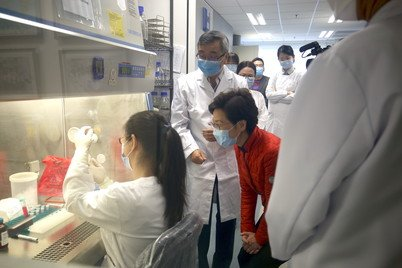 Professor Tong Zhang (second from left) introducing the sewage monitoring system to the Chief Executive Mrs Carrie Lam at HKU sewage testing laboratory
