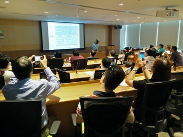 Dr Chau delivered a seminar on online engagement and business analytics for NGOs