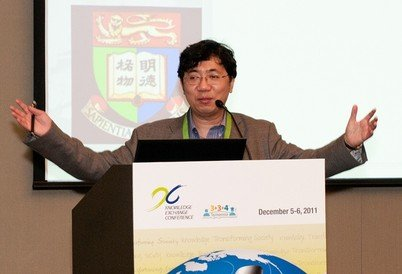 Prof. C M Che at the KE Conference